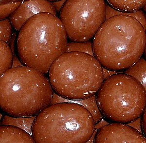 almonds-chocolate-coated