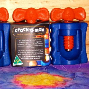 macadamia-cracker